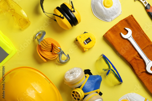 Fotomural Flat lay composition with safety equipment on color background