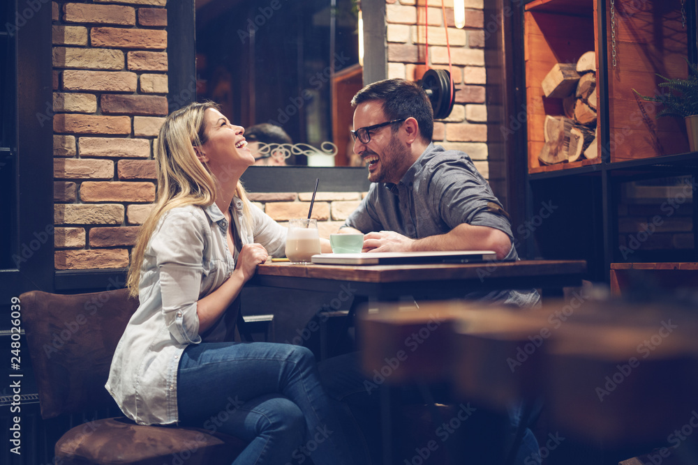Fototapety, obrazy: Beautiful couple on a romantic date in cafe - Image