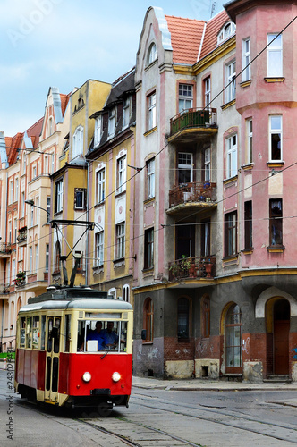 Fototapeta Stary tramwaj na ulicy miasta Elbląg, Polska obraz