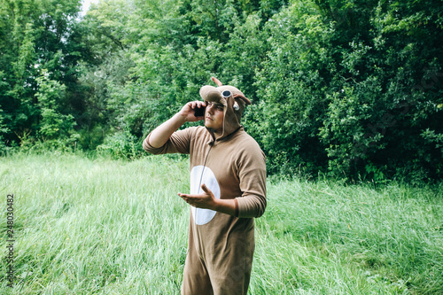 Fotografía  Young man is standing in the forest in cosplay costume of a cow