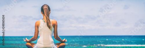 Fotografía  Yoga meditation wellness woman meditating on morning sunrise beach background in peace and zen positive attitude panoramic banner