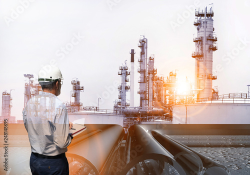 Foto auf Leinwand Rotterdam production engineer working on plant oil and chemical refinery
