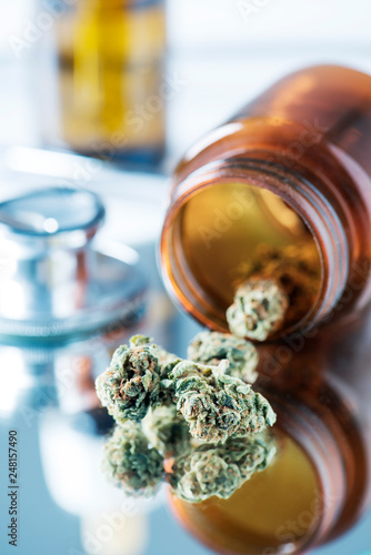 Fotografia  marijuana buds on a doctors table