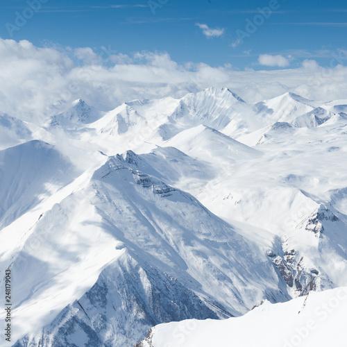zimowe-zasniezone-gory-kaukaz-gruzja-gudauri