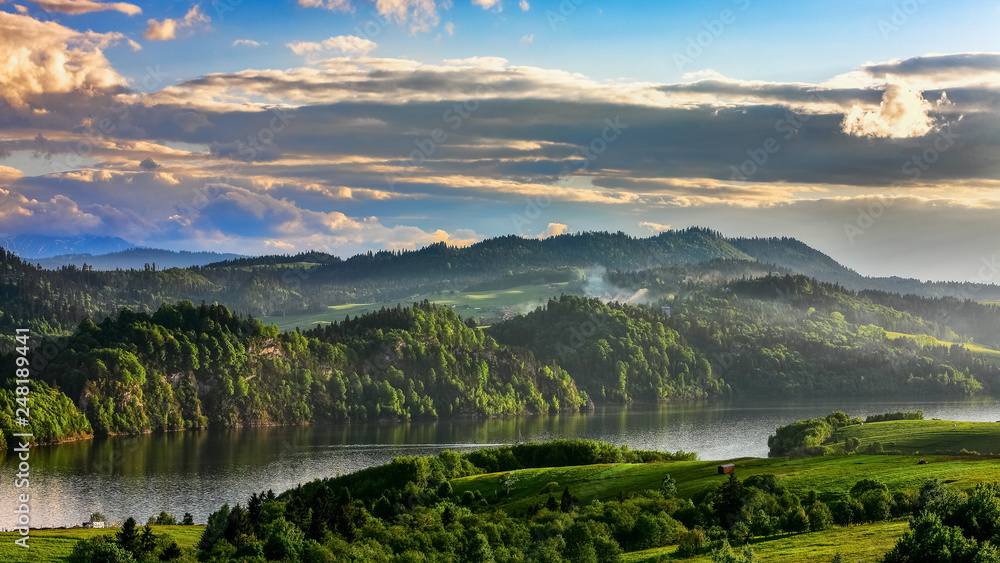 Fototapety, obrazy: water reservoir on the Dunajec River, in the Nowotarska Basin, between Pieniny and Gorce