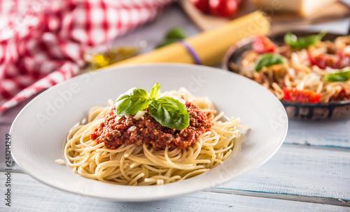 Photo Close up italian pasta spaghetti bolognese in white plate