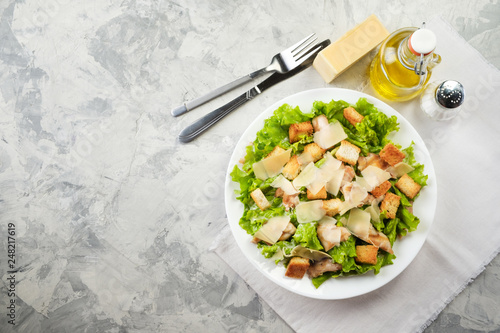 Fotografía Caesar salad with chicken and herbs on the table, Caesar sauce, Parmesan cheese