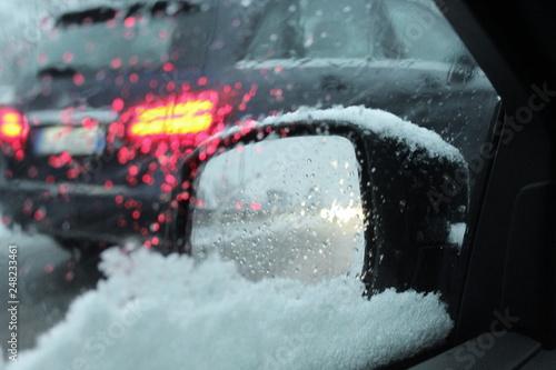 Fotografía  guidare in inverno - neve