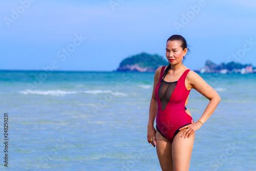 Spoed Foto op Canvas womenART Woman body large pretty with bikini dark red on beach