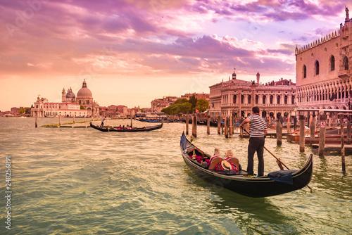 Venezia, Italia, ciudad del amor y las góndolas.