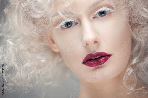 Obraz na plátně  Young attractive woman with platinum blonde and purple lipstick
