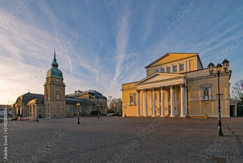 Fotografie, Obraz  Hessisches Landesmuseum und altes Theater am Karolinenplatz in Darmstadt, Hessen