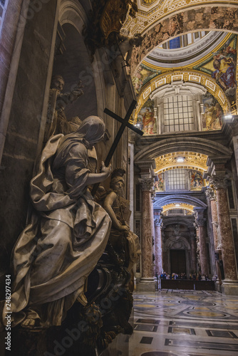 Photo Vatican - 18 JANUARY 2019: Interior view of the Saint Peters Basilica on the Sai