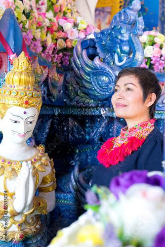 Photographie  femme Temple bleu Chiang raï
