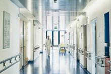 Krankenhaus Arzt Unscharf Von Vorne