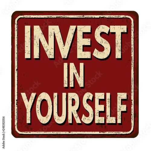 Fotografía  Invest in yourself vintage rusty metal sign