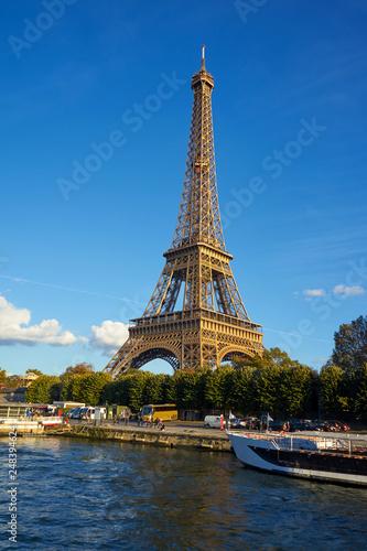 Papiers peints Paris Eiffel Tower Taken From A Boat At Seine River