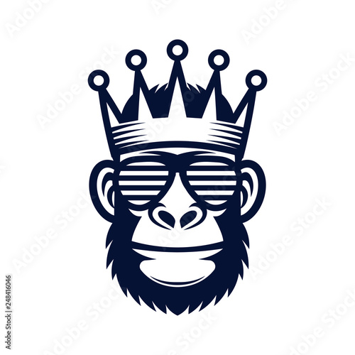 Foto  Cool monkey in sunglasses and crown. King gorilla logo