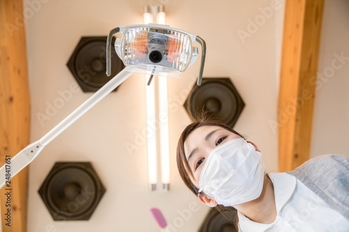 Fotografie, Obraz  患者から見た歯科衛生士