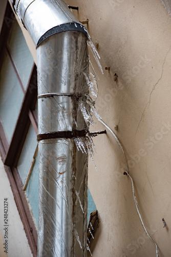 Valokuva  Icy metal drainpipe