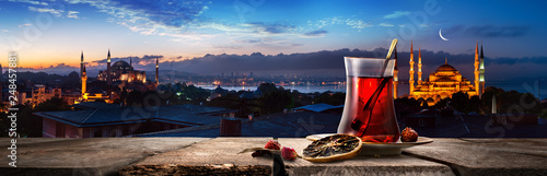Tea and panorama of Istanbul Fototapet