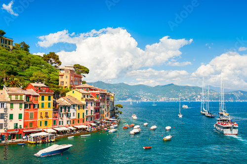 Papiers peints Bleu vert Beautiful sea coast with boats and colorful houses in Portofino, Italy