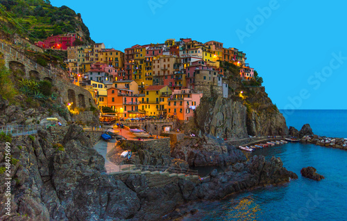Photographie  Manarola traditional typical Italian village in National park Cinque Terre with