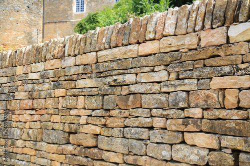 Mediterrane Gartengestaltung Mauer Aus Bruchsteinen Als