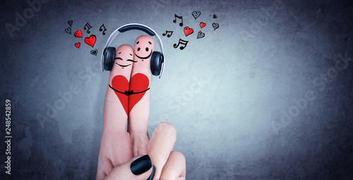 Obraz Zwei verliebte Finger mit Kopfhörer - fototapety do salonu
