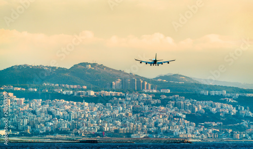 Fotografia  Airplane on final approach to Beirut International Airport, Lebanon