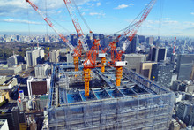 Tower Cranes On Top Of Skyscraper With City Background, A Popular Sight With The Recent Renovation And Construction Boom Ahead Of The 2020 Olympics, Tokyo Japan