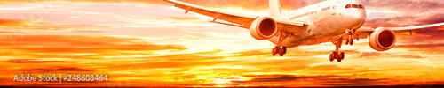 Photo business jet airplane with gear down fly on dramatic sunset sky background corpo