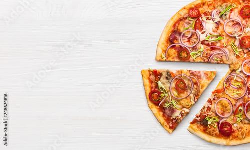 Foto auf Leinwand Pizzeria Pizza pepperoni slice, top view
