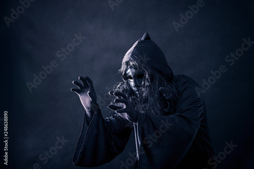 Valokuva The witch in hooded cloak