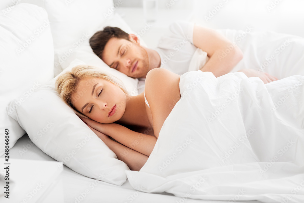 Fototapety, obrazy: people, rest and relationships concept - happy couple sleeping in bed at home