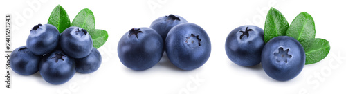 Photographie fresh blueberry with leaves isolated on white background closeup