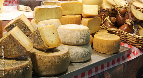 Photo  cheese for sale at market