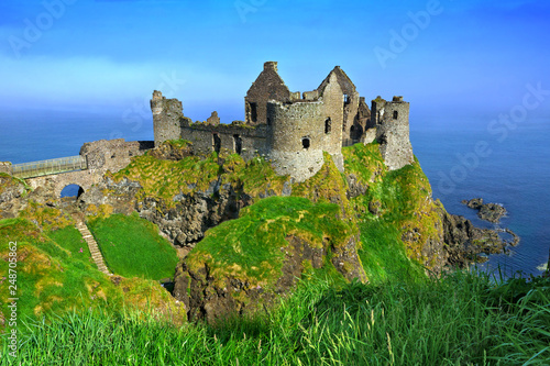 Tableau sur Toile Ruins of the medieval Dunluce Castle overlooking the scenic cliffs of the Causew