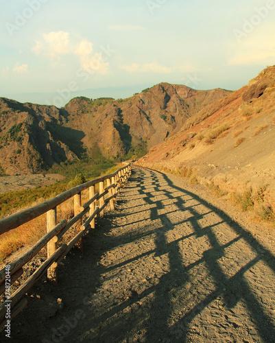 Muraille de Chine The mountain path to Vesuvius