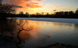 See im Winter bei Sonnenuntergang