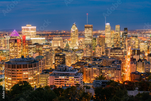 Deurstickers Havana Aerial night view of Montreal downtown cityscape from Royal Mountain
