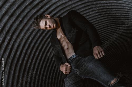Cuadros en Lienzo Muscular young man with beard on dark tunnel urban background
