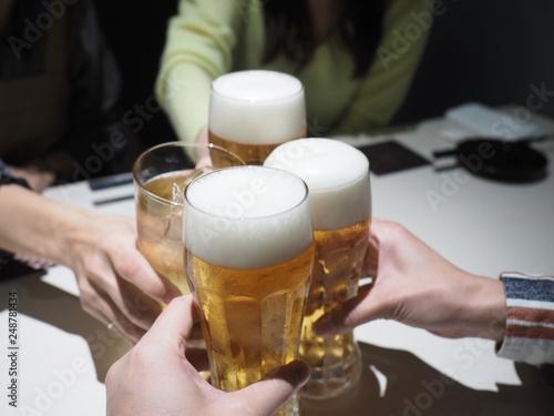 Foto op Canvas Alcohol 友達4人と乾杯