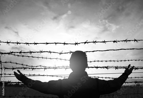 Fotografía social justice abstract concept: with blurry barbed wire rod fence