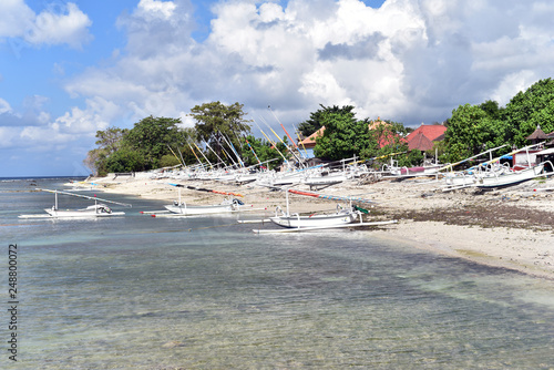 Fotografiet  Small fishing village at the north side of Nusa Penida Island, Indonesia