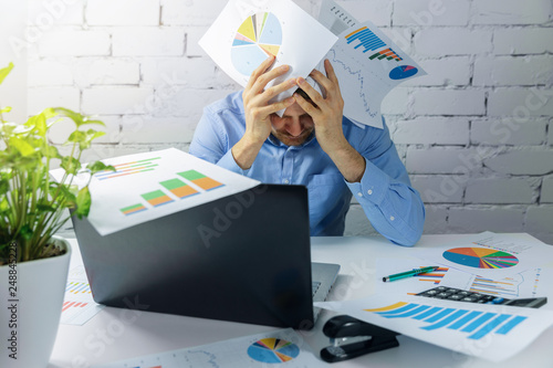 Photo  desperate overworked businessman doing paperwork in office