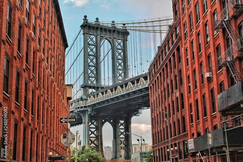 Spoed Fotobehang Brooklyn Bridge Dumbo for the day