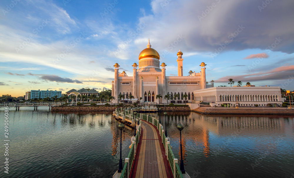 Fototapety, obrazy: Beautiful Sultan Omar Ali Saifuddien Mosque Bandar Seri Begawan Brunei Iconic Mosque