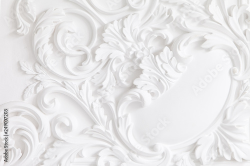 Fotografia  Beautiful ornate white decorative plaster mouldings in studio