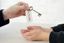 親から子へ未来への鍵...